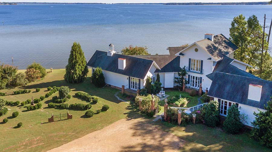 Chesapeake Bay Waterfront Home in Deltaville
