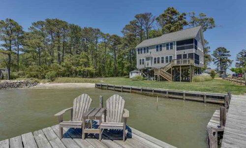 Deltaville beach house at Stingray Point