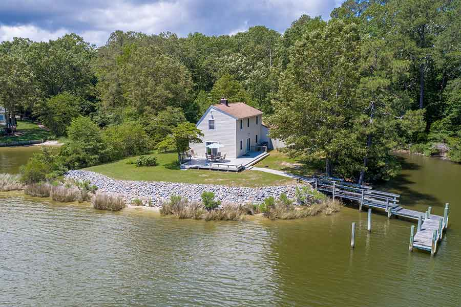 Piankatank River home in Hartfield