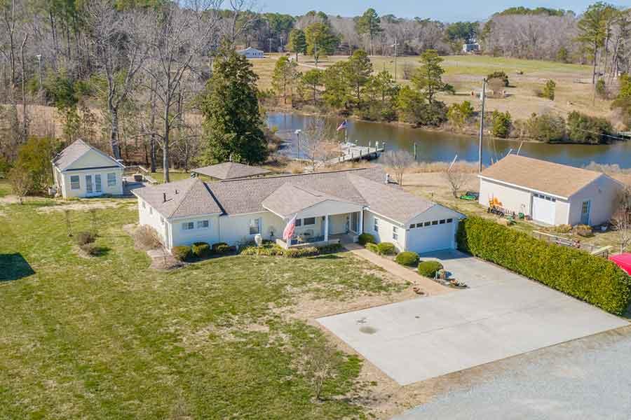 Cottage home on Jackson Creek in Deltaville
