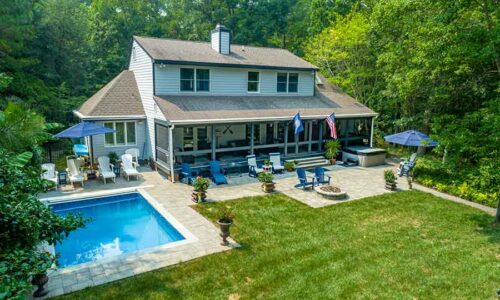 Pool home in Urbanna